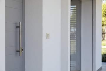 Pose de portes d'entrées sur-mesure vers Saint-Quentin